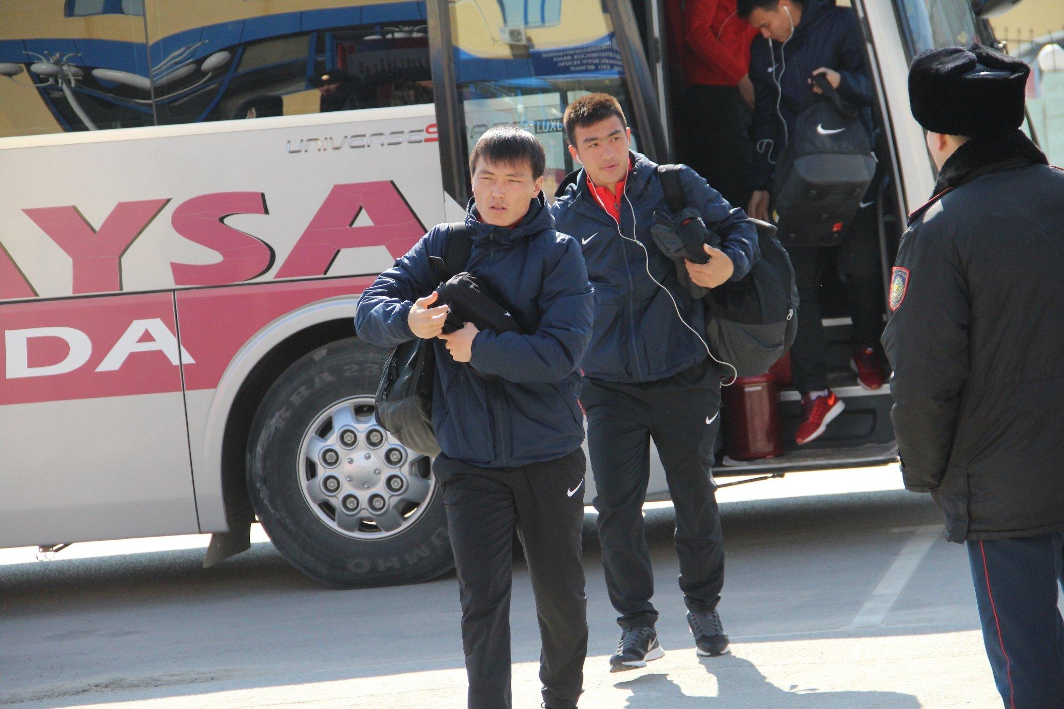 «Кайсар» - «Тараз»  Команды уже на стадионе