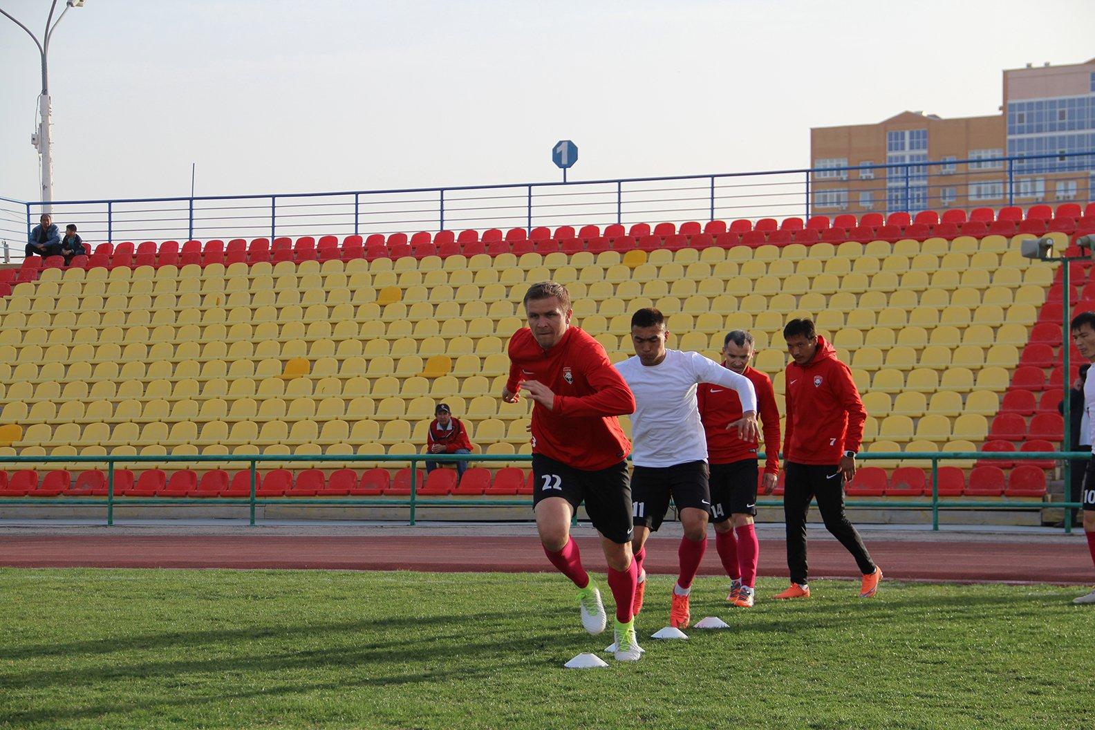 Предигровая тренировка команды в городе  Атырау