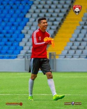 Оркен Махан дебютировал в Премьер-лиге